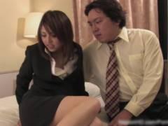 【無修正】スーツ姿の可愛いOL美少女がホテルで変態上司に生正常位で犯されて絶頂