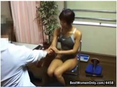 【病院】これはやばい水泳選手がドーピング検査!医者のいいなりになっておチンチン舐めてます。