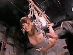 管野しずか 苦痛にゆがむ美女の顔!イラマチオに緊縛の三角木馬で責められる女囚拷問の過激SM
