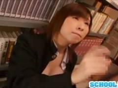 【赤井美月】図書館で勉強する学ランJKが同級生のチンコを高速手コキ