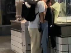 """【素人】渋谷のド真ん中で""""手マン""""してるバカップルが撮影される。(GIF・動画)"""