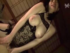 斉藤みゆ 色白ムチムチの爆乳妻とのガチンコセックス!騎乗位高速腰振りでヨガリ顔絶叫!