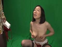 緒方泰子 事故の過失責任を負わされた熟女未亡人がAV女優に転身させられ屈辱の写真撮影!