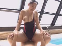 競泳水着からはみ出した巨乳をブリンブリンと振り乱して悶絶する寺山綾子