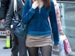 タイツ、ストッキングに包まれた素人娘の脚を街中でこっそりと撮影してきましたwwww