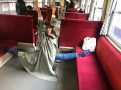 土屋太鳳が電車の中でワレメ裂けそな180度超開脚おまんこくぱぁ!!