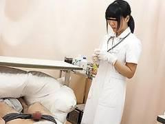入院中に勃起薬を飲んでちんぽが常時ギンギンに!ナースに見せつけると優しく拭いてくれる