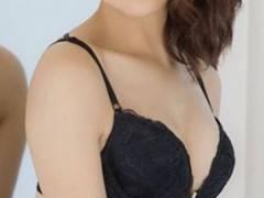 【鈴木奈々(30歳)】下着より手ブラ・ヌードがセクシー!