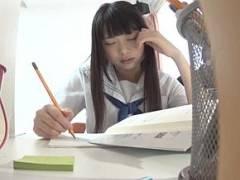家庭教師がめっちゃ可愛い教え子のJKに睡眠薬を盛って悪戯している投稿映像!