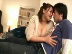 杏美月 巨乳人妻が豊満なおっぱいで男根を挟んでパイズリご奉仕!フェラもしてくれる奥さん