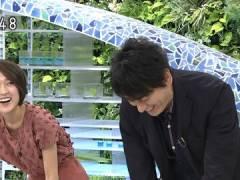 NHK近江友里恵アナ、前かがみで胸元がチラ見え。
