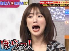 夏菜さん、前かがみで胸元チラ見え。