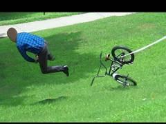 """【制裁】高級自転車をワザと放置して盗んだ奴らが """"こうなる"""" ドッキリ、ワロタwww"""