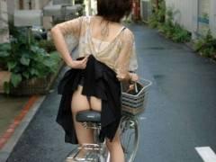 自転車でのパンチラシーンがシコ杉www