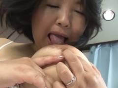 <初撮り熟女>豊満五十路熟女が自分で乳首舐めやアナルくぱぁしてエロ妄想を膨らませエビ反って絶頂!!