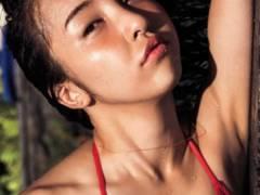 【元AKB48・板野友美の水着セクシーボディは写真集「release」から】エロ画像30枚