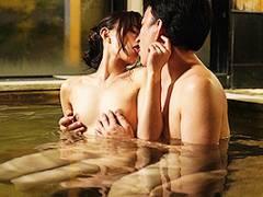 希島あいり 幼馴染とNTR不倫旅行!温泉内でキスを交わしたらちんぽをフェラして立ちバック!