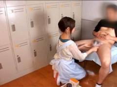 ちんぽ洗い屋として働くお姉さん!エプロン姿で丁寧に手コキちんぽ洗浄致します!