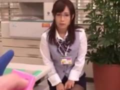 眼鏡を掛けた新人事務員にリモバイを仕込み仕事中にスイッチを入れて反応を楽しむ動画