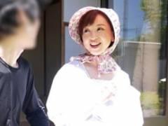 農家の四十路母さんが三河屋のお兄ちゃんとヤっちゃってる 神崎久美
