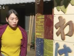 戸田恵梨香さん、おっぱいが揺れてしまう。