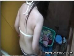 【更衣室】これはやばい海の家の簡易シャワールームは盗撮の宝庫です!夏休みの性犯罪事件です。