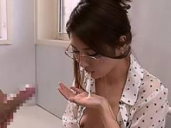 原ちとせ インテリ眼鏡の教育ママが息子ちんぽをフェラチオで鍛える!あまりの快感にザーメンを口内射精