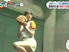 貴島明日香がショートパンツで始球式してお尻見えそうなムチムチの生足エロ太もも丸出し美脚キャプ!