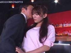 美人、西野翔出演の動画。立ったままガニ股で上司に責められ感じてしまう美人OL