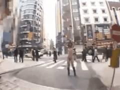 【露出GIF】警察呼ばれたら即逮捕されるレベルの野外露出まんさんがこちら。。(GIFあり)