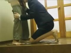 【個人撮影】本物の枕営業映像!生協事務員が玄関先で男性客に性奉仕する一部始終