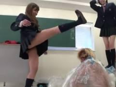 【エロ動画】DQN男を袋詰めにして蹴りまくるJKたちの笑えないお仕置き!