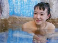 【奈緒 エロ】女優(25)の全裸が丸見えになった問題のシーンこちら。(40枚)