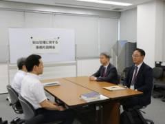 【画像】日韓事務的説明会場、イス置き場だったw 挨拶も名刺交換もなかった模様