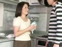 53歳のお母さんが溺愛する息子の竿で中出しされイカされる! 波木薫