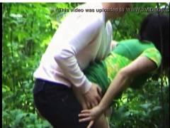 【青姦】中年のバカップルが林で立ちマン!