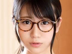 堀越みな アニメ声の眼鏡女子画像