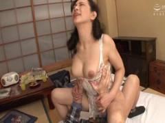 服部圭子 五十路のくせにスタイル抜群!巨乳エロ夫人がセクシーランジェ姿で濃厚ハメ狂い