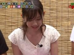 田中瞳アナが前屈み胸チラしておっぱいの谷間が丸見えハプニングキャプ!