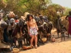 晶エリー 秘境で暮らす人々のデカちんを喉奥までフェラして中出しのガッツリ異文化裸の大陸