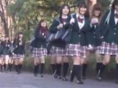 【JKロリ】女子校専用の通学バスに間違ったフリして乗ったら入れ食いだった件w