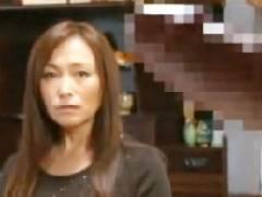 【黒木小夜子】老人のチ〇ポで逝かされる熟女!