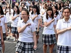 【画像】 「独島はわが領土」 韓国のブサイク女子高生がアピール