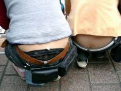 【パンチラ素人画像】ローライズで腰上からパンティやお尻の割れ目が丸見えな女性達www