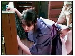 【盗撮+温泉+セックス】本当に猥褻なオマンコの緩い淫乱な温泉の仲居さんです!客のチンポコを挿入してしまいます。