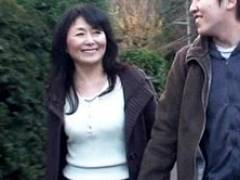 六十路母が息子と訪れた温泉宿で中出し母子交尾! 松岡貴美子