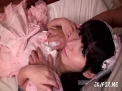 【ロリ動画】【板野有紀】まるで幼い処女のようなパイパンま●こに大量中出し!p…