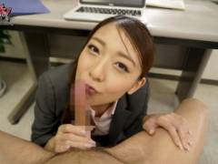 香椎りあ 美乳輪なドM女上司が机の下からフェラチオオナニーサポート!