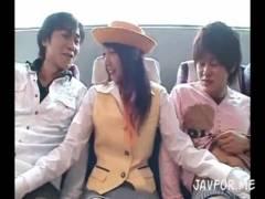 【動画】バスガイドコスした妃悠愛がファンの素人男たちとご奉仕乱交ツアー!