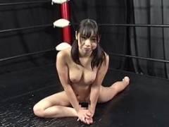 咲坂花恋 冴木エリカ 美女が全裸でストレッチ!前かがみの姿勢でおっぱいの谷間辺りがエロいです